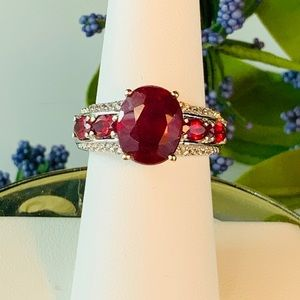 Genuine African Ruby & Zircon Ring - 6.86 cts